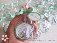 lembrancinhas - ímã de tsuru poá - http://blog.sakuraorigami.com.br/2013/05/lembrancinhas-para-o-gael.html #origami