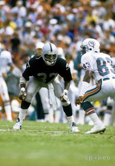 Lester Hayes, Los Angeles Raiders Dude see how he was sittin down watching those hips young DB's don't know anything about that and he wasn't blessed with amazing speed, but he would put his hands on you