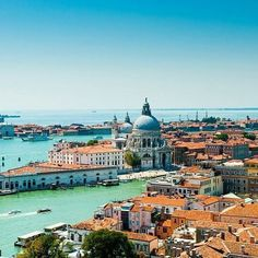 Venice has more than 400 bridges, 72 of them are private. #didyouknow #travelfacts #interestingfacts #travel #traveling #venice #italy #travelgram #travelworld #travelstagram #travelphotography #instatravel #instago #instagood #holiday #holidaytime #picoftheday #photooftheday #bridge #bridgesofinstagram #bridges #colorful #destination