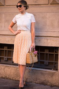 45 Elegant Ways to Wear Skirt Outfits to Work Modest Dresses, Modest Outfits, Skirt Outfits, Modest Fashion, Dress Skirt, Fashion Outfits, Pleated Skirt, Pretty Outfits, Beautiful Outfits