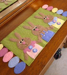 Check out our Easter penny rugs selection for the very best in unique or custom, handmade pieces from our shops. Easter Projects, Easter Crafts, Holiday Crafts, Penny Rugs, Penny Rug Patterns, Diy Ostern, Patchwork Quilting, Quilts, Table Runner Pattern