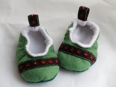 Green Felt Folk Baby Shoes/ Wool kids slipper/ Baby girl by 7miles