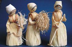 Figurky ze šustí - Novinka sortimentu | BOTANIK přírodní produkty Doll Crafts, Diy Doll, Corn Husk Crafts, Homemade Wedding Decorations, Corn Husk Dolls, Weaving Designs, Jute Crafts, Flower Aesthetic, Weaving Art