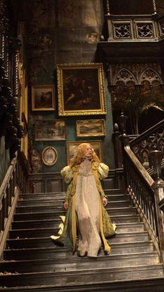 Mia Wasikowska as Edith Cushing in 'Crimson Peak', 2015 (directed by Guillermo del Toro) Mia Wasikowska, Victorian Gothic, Victorian Homes, Victorian Dresses, Gothic Steampunk, Steampunk Clothing, Steampunk Fashion, Gothic Lolita, Gothic Interior