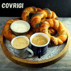 Zum World Bread Day 2020 gibt es diesmal bei mir Covrigi, kleine Brotkränze aus Rumänien. #wbd2020 #worldbreadday #worldbreadday2020 Bread, Yogurt, Crown Cake, Bakken, Recipes