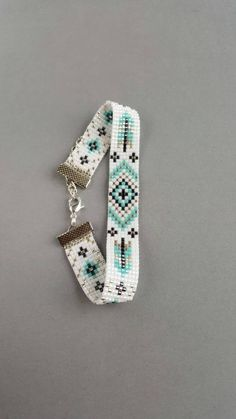 Handmade beaded bracelet with native ornaments Handgemachte Webstuhl Armband Perlen Armband Delica Armband Etno Loom Bracelet Patterns, Beaded Bracelets Tutorial, Bead Loom Bracelets, Bead Loom Patterns, Woven Bracelets, Jewelry Patterns, Handmade Bracelets, Beading Patterns, Handmade Jewelry