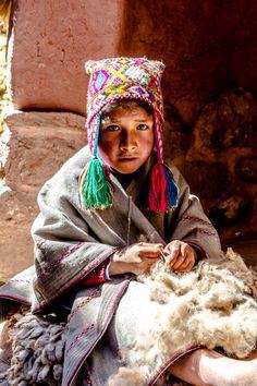 Llama wool weaver