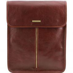 Eksklusive braune Leder Hemdentasche.Die Tasche ist aus poliertem Kalbsleder gefertigt und hat ein Futter aus Baumwolle.Der Kleidersack hat eine sanfte Struktur.Der Kleidersack schließt mit magnetischen Druckknöpfen  -