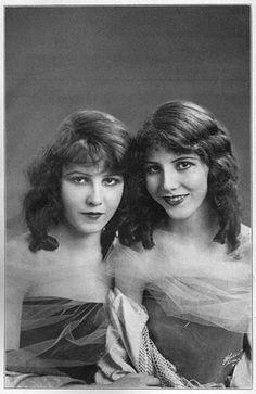 Fairbanks Sisters. Madeleine (15 11 1900-15 1 1989) e sua sorella gemella Marion Fairbanks (15 11 1900-20 9 1973) sono state attrici di teatro e del  cinema muto. Le due sorelle erano apparentemente inseparabili. Tuttavia, le loro filmografie sono leggermente diverse..