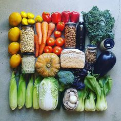 What does a plant-based zero waster eat? You've seen images of plastic-free bulk ingredients and zero waste vegetables. Free Groceries, Sustainable Living, Sustainable Food, Mets, Food Diary, Food Items, Zero Waste, Love Food, Sustainability