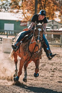 Foto Cowgirl, Cowgirl And Horse, Horse Love, Horse Girl Photography, Western Photography, Barrel Racing Horses, Barrel Horse, Horse Photos, Horse Pictures