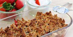 Bagte æbler og jordbær med crispy crumple
