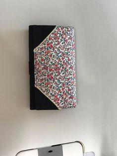 Compagnon Complice noir et petites fleurs cousu par Laurence - Patron Sacôtin