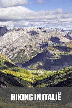 Op zoek naar een prachtige omgeving om te hiken, waar je ook nog eens lekker kunt eten, drinken en ontspannen? Ga dan naar het gezellige Livigno! Deze levendige plaats ligt in het noorden van Italië, tegen de grens met Zwitserland. Door de ligging op 1816 meter en omringd door hoge bergtoppen is Livigno de perfecte uitvalsbasis om te gaan wandelen. Je stijgt met gemak tot zo'n 3000 meter hoogte en kijkt dan uit over de schitterende omgeving. Hiking, Mountains, World, Nature, Travel, Walks, The World, Naturaleza, Viajes