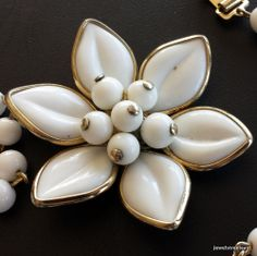 Vintage Necklace Choker Milk White Lucite Flower Daisy Cluster Glass Bead! 443