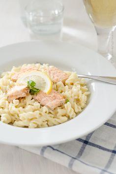 těstoviny se smetanovo-citrónovou omáčkou a lososem