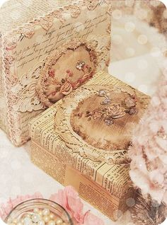 Such a beautiful shabby chic box!: