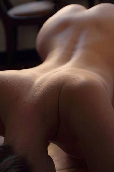 crazy-erotic-smurfette:  Un giorno troverò una parola che penetri il tuo corpo e ti fecondi, che si posi sul tuo seno come una mano aperta e chiusa al tempo stesso.  _Roberto Juarroz