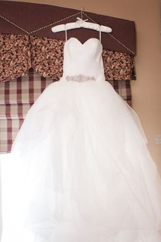Gorgeous wedding gown for spring wedding! Check out this beautiful spring wedding at Grand Cascades Lodge at Crystal Springs Resort in Hamburg, NJ. Wedding Venues Toronto, Inexpensive Wedding Venues, Discount Wedding Invitations, Affordable Wedding Invitations, Wedding Website Examples, Lodge Wedding, Wedding Videos, Wedding Gowns, Wedding Reception
