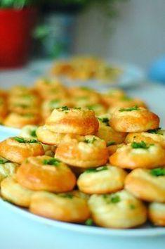hami mnami: kysnuté bryndzové koláčiky Czech Recipes, Ethnic Recipes, Semolina Recipe, Eastern European Recipes, Dubai Food, Snack Recipes, Cooking Recipes, Bread And Pastries, Food 52