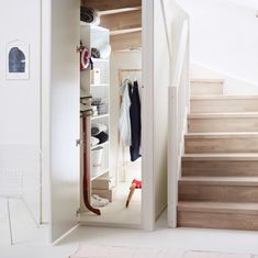 Bod under trapp Entryway, Furniture, Home Decor, Living Room, Cloakroom Basin, Projects, Rome, Stairways, Entrance
