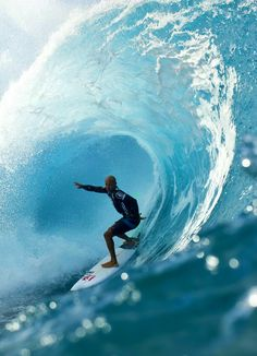 Kelly Slater at Pipe. Photo by Brent Bielmann. Surfer Guys, Big Wave Surfing, Wild Waters, Big Waves, Surfs Up, Extreme Sports, Ocean Beach, Kelly Slater, Adventure