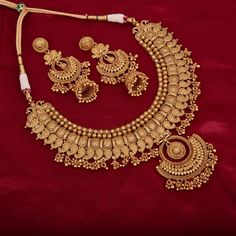 Indian Wedding Jewelry, Indian Jewelry, Bridal Jewelry, Indian Necklace, Indian Earrings, Indian Bridal, Gold Bangles Design, Gold Jewellery Design, Gold Jewelry