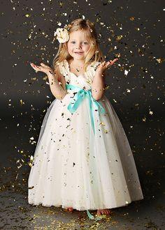 Loving this darling flower girl and her dress. #wedding #bridalparty #flowergirl Fattiepie ---> http://www.fattiepie.com