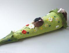 Schultüte Maulwurfshügel mit Maulwurf und Maus von miniaturi - Schönes und Nützliches, Märchenhaftes und Verspieltes für Groß und Klein auf DaWanda.com