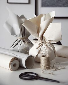 🦑christmas gifts for class,christmas gifts wrapping,holida… – Homemade presents Candle Packaging, Paper Packaging, Pretty Packaging, Gift Packaging, Design Packaging, Packaging Ideas, Present Wrapping, Creative Gift Wrapping, Creative Gifts