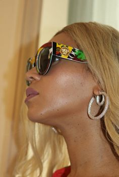 Beyonce in Versace Eyewear Vogue Signature Beyonce 2013, Beyonce Coachella, Beyonce Knowles Carter, Beyonce And Jay Z, Tina Knowles, Versace Eyewear, Versace Sunglasses, Sunnies, King B