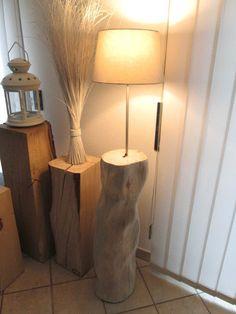 Nr.10, Kiefer, Baumstammlampe, Stehlampe, 25cm x25cm x 155cm Baumstamm Lampe