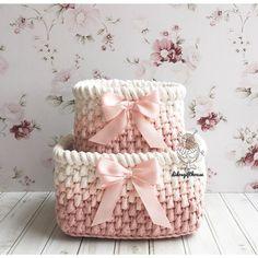 Pembiş haftası demiştim değil mi? Yağmur, somon pembe, fiyonk... romantik romantik takılıyoruz bugün  Büyük sepet 20.13 cm Küçük sepet 15.11 cm Set fiyatı 65₺  #hediyelik#banyo #bebek #tasarım #bebekodası #sepet #tığörgü #elörgüsü #dekorasyon #evim #hanimelindenorgu #penyeip #örgü #tığ #crochet #handmade #crochetbasket #tshirtyarn #crochetaddict #crocheted #gift #interior #home #decoration #decorationideas #homesweethome #homedecor #homemade#knitting