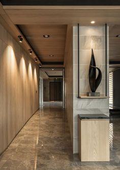 Enhance Your Senses With Luxury Home Decor Lobby Interior, Luxury Homes Interior, Office Interior Design, Luxury Home Decor, Office Interiors, Ceiling Detail, Ceiling Design, Wall Design, House Design