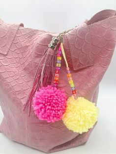 Drei sommerliche DIY und Deko Ideen mit Pompons selber machen Make Pompoms as Pockets Supporters the Diy For Kids, Crafts For Kids, Strawberry Lip Balm, Homemade Clay, Fleurs Diy, Cute Little Things, Chocolate Gifts, Textiles, Diy Flowers