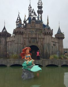 Welcome to Dismaland, an art amusement park created by artist Banksy that will haunt your dreams. Look Inside Banksy's Creepy Disney-Inspired Amusement Park Abandoned Theme Parks, Abandoned Amusement Parks, Abandoned Places, Haunted Places, Abandoned Mansions, Abandoned Disney Park, Art Banksy, Graffiti, Bansky