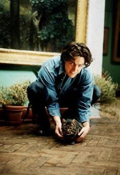 Hugh Grant, and cat, make me happy. Finding out Hugh Grant is a cat person. Celebrities With Cats, Celebs, Photoshop Celebrities, Smoking Celebrities, Hollywood Actresses, Actors & Actresses, Hollywood Celebrities, Men With Cats, Hugh Grant