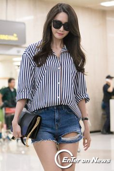 Check out the pictures from SNSD YoonA's arrival in Korea ~ Wonderful Generation ~ SNSD Fansite Snsd Airport Fashion, Snsd Fashion, Korean Fashion, Girl Fashion, Fashion Outfits, Korean Beauty Girls, Airport Style, Kpop, Bollywood Fashion
