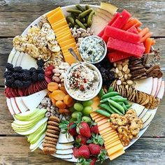 Trader Joe's Snack Tray - prepare an epic snack tray with everything from Trader. Trader Joe's Snack Tray - prepare an epic snack tray with everything from Trader Joe's! Snack Platter, Party Food Platters, Cheese Platters, Crudite Platter Ideas, Antipasto Tray, Party Trays, Aldi Party Food, Easy Party Snacks, Cheap Party Food
