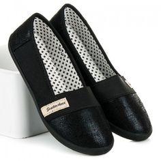 Dámské baleríny Seastar Somret černé – černá Baleríny ve sportovním střihu jsou vyrobeny z pohodlného textilu. Špička a zápatí balerín je vyrobeno v lesklém provedení. Na svršku se nachází nášivka značky Seastar. Určitě je využijete … Slip On, Loafers, Sneakers, Shoes, Fashion, Eye Circles, Travel Shoes, Tennis, Moda
