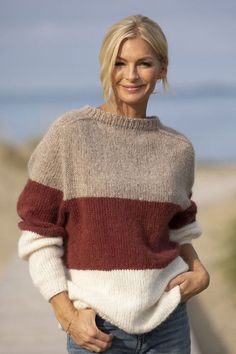 Strikk The Look: Dans-genser burgunder Knitted Coat, Mohair Sweater, Chunky Knitting Patterns, Knitting Designs, Winter Sweaters, Sweater Weather, Crochet Clothes, Diy Clothes, Raglan Pullover