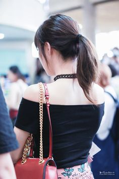 SNSD - Tiffany 티파니 Hwang MiYoung 황미영 airport commute 160813 #유행 #소녀시대 #공항패션 #출근길 #오프숄더