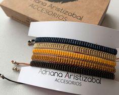 linea doble Diy Beaded Bracelets, Beaded Bracelet Patterns, Beaded Jewelry, Bead Embroidery Jewelry, Beaded Embroidery, Loom Beading, Jewerly, Jewelry Design, Beads