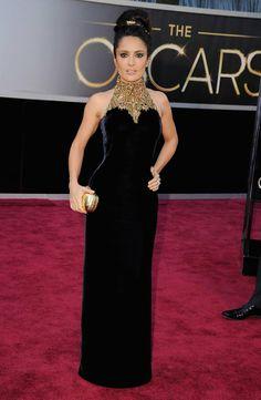 Oscar 2013 - Salma Hayek by Alexander McQueen. Salma Hayek Oscar, Oscar 2013, Vestidos Oscar, Alexander Mcqueen, Mode Glamour, Oscar Fashion, Women's Fashion, Velvet Gown, Oscar Dresses