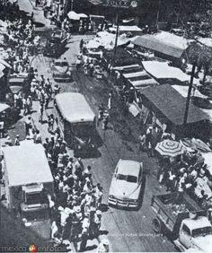 Locatarios del mercado en la plaza de la Libertad 1955