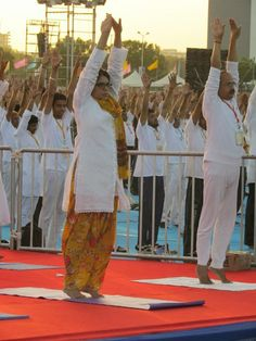 अहमदाबाद में हुए योग के पावन सवेरे के कुछ दृश्य.. #InternationalYogaDay2017 योग शिविर के प्रथम दिन परम पूज्य योगऋषि श्री Baba Ramdev जी के सानिध्य में भव्य शुभारम्भ प्रसंग में मंत्री श्री Bhupendrasinh Chudasama जी एवं मंत्री श्री Vallabhbhai Kakadia जी के साथ मेयर श्री Gautam Shah जी एवं महानुभावोने एवं लोगो ने बड़ी संख्या ने योगाभ्यास किया Bharat Swabhiman Trust (Official)  #WorldYogaDay #YogaDay #Ahmedabad