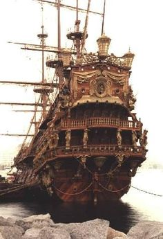 Ho, Yo Ho, A Pirate's Life For Me! As long as Will Turner (Orlando Bloom) is on that ship, I'd gladly join the pirates life! Bateau Pirate, Old Sailing Ships, Wooden Ship, Pirate Life, Tall Ships, Pirates Of The Caribbean, Water Crafts, Lighthouse, Fantasy