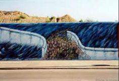 Grafitis y dibujos que se colocaban del lado democratico del Muro d Berlín que deseaban que se unieran las dos partes