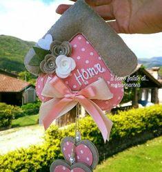 Garland Idea with felt & fabric New Crafts, Hobbies And Crafts, Diy And Crafts, Crafts For Kids, Felt Garland, Felt Ornaments, Fabric Crafts, Sewing Crafts, Paper Crafts