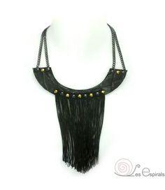 """""""Collar Babero Flecos Negro """" realizado en piel, flecos seda, anillas y cadenas, en negro y dorado. Diseño versátil con 2 longitudes. Incluye cadena de extensión. www.lesespirals.com"""